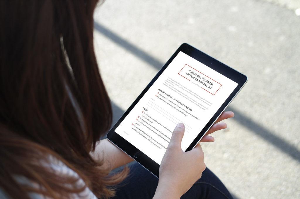 recenzja artykułu checklista tablet